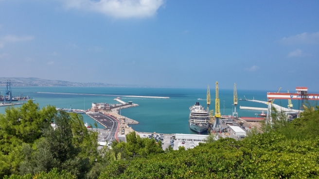 - View of the port from Guasco hill -