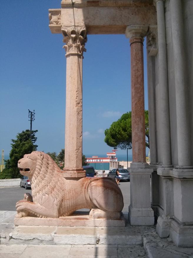 - Ancona - marble lion at portal of Ancona Cathedral -